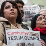 Manifestation de soutien aux journalistes de Cumhuriyet. D. R.