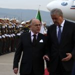 Abdelmalek Sellal et Bernard Cazeneuve à l'aéroport d'Alger. New Press