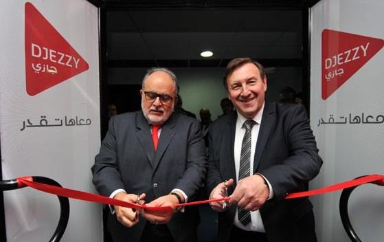 Le DG de Djezzy inaugurant  un amphithéâtre à l'Ecole Supérieure Algérienne des Affaires. D. R.
