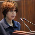 La ministre derrière le pupitre de l'APN, où sont votées les lois qu'elle bafoue. New Press