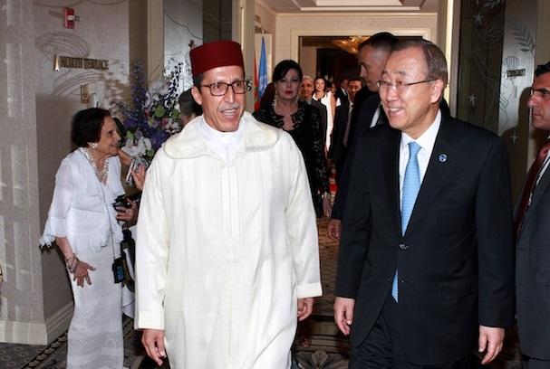 Omar Hilale tout sourire avec l'ancien SG de l'ONU, ou l'hypocrisie réincarnée. D. R.