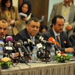 Les représentants libyens des parties en conflit lors de la réunion d'Alger. New Press