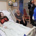 La reine Elisabeth rendant visite aux blessés. D. R.