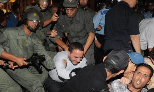 Les forces de sécurité marocaines répriment les manifestants à Al-Hoceïma. D. R.