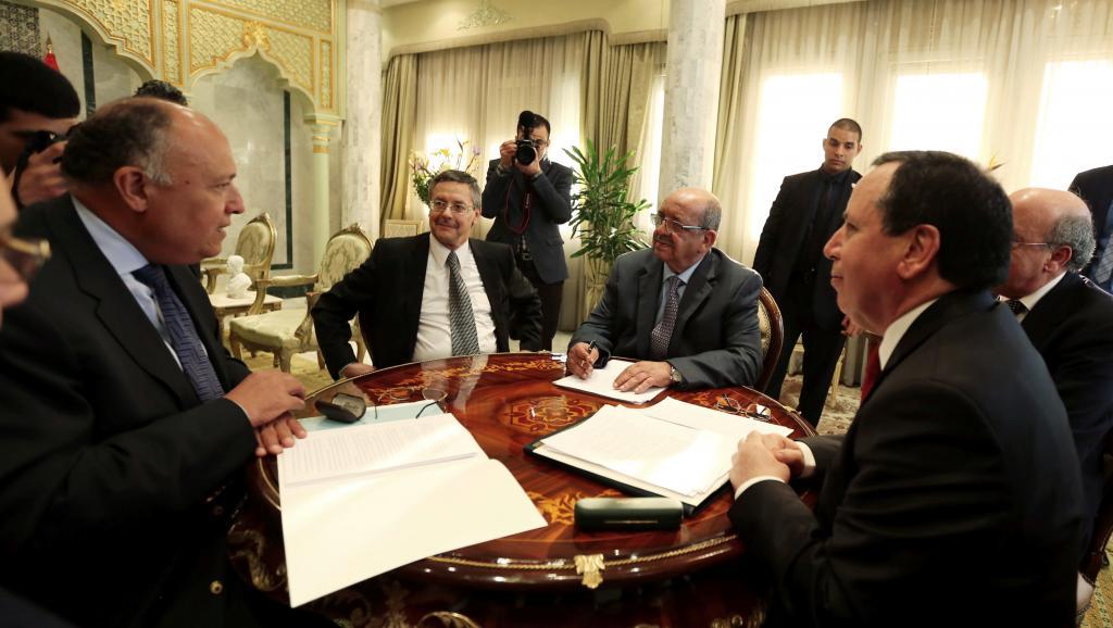 Les trois chefs de la diplomatie lors de leur première rencontre. D. R.