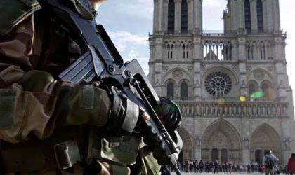 Paris : la police cible d'une attaque
