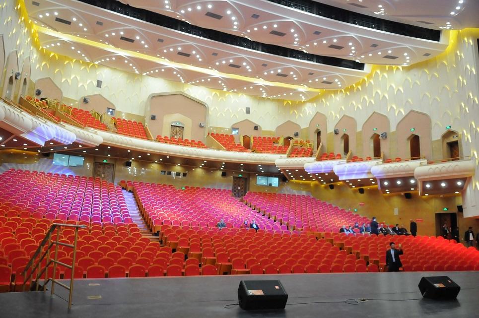 L'opéra Boualem Bessaieh d'Alger. New Press