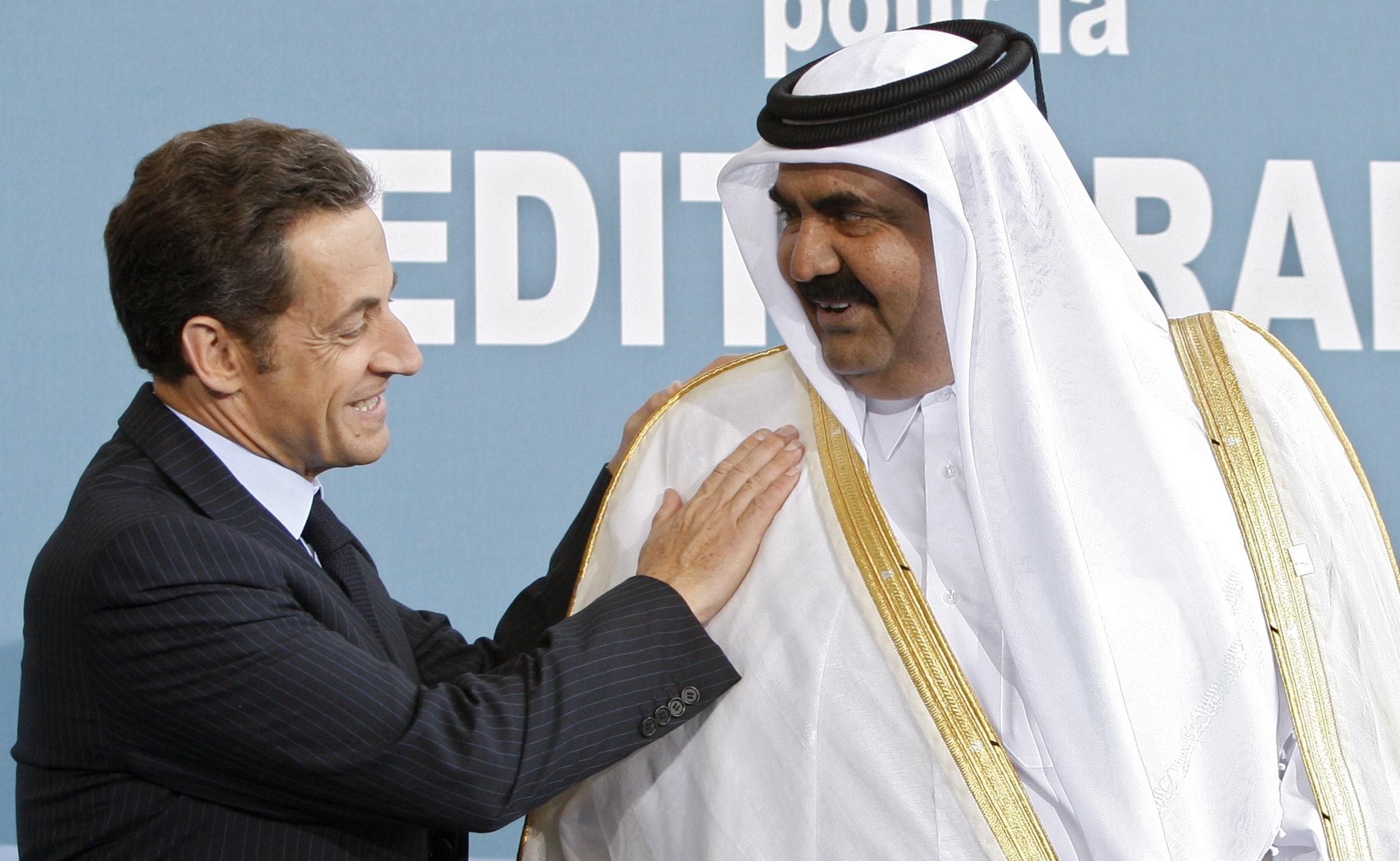 Sarkozy avec l'ancien émir du Qatar. D. R.