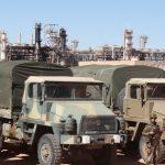 L'armée en poste devant le centre gazier de Tiguentourine. New Press