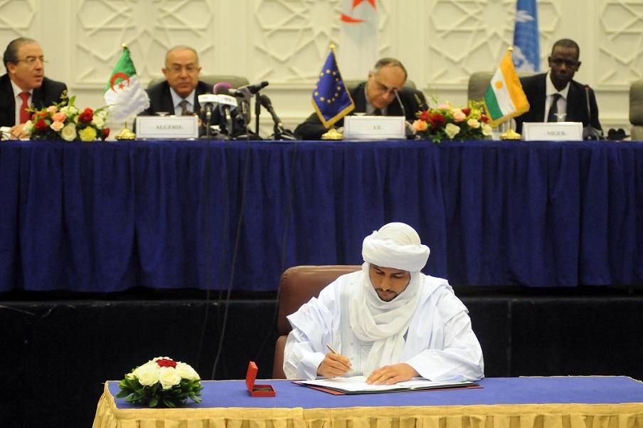 Signature de l'Accord d'Alger, en mai 2015. New Press