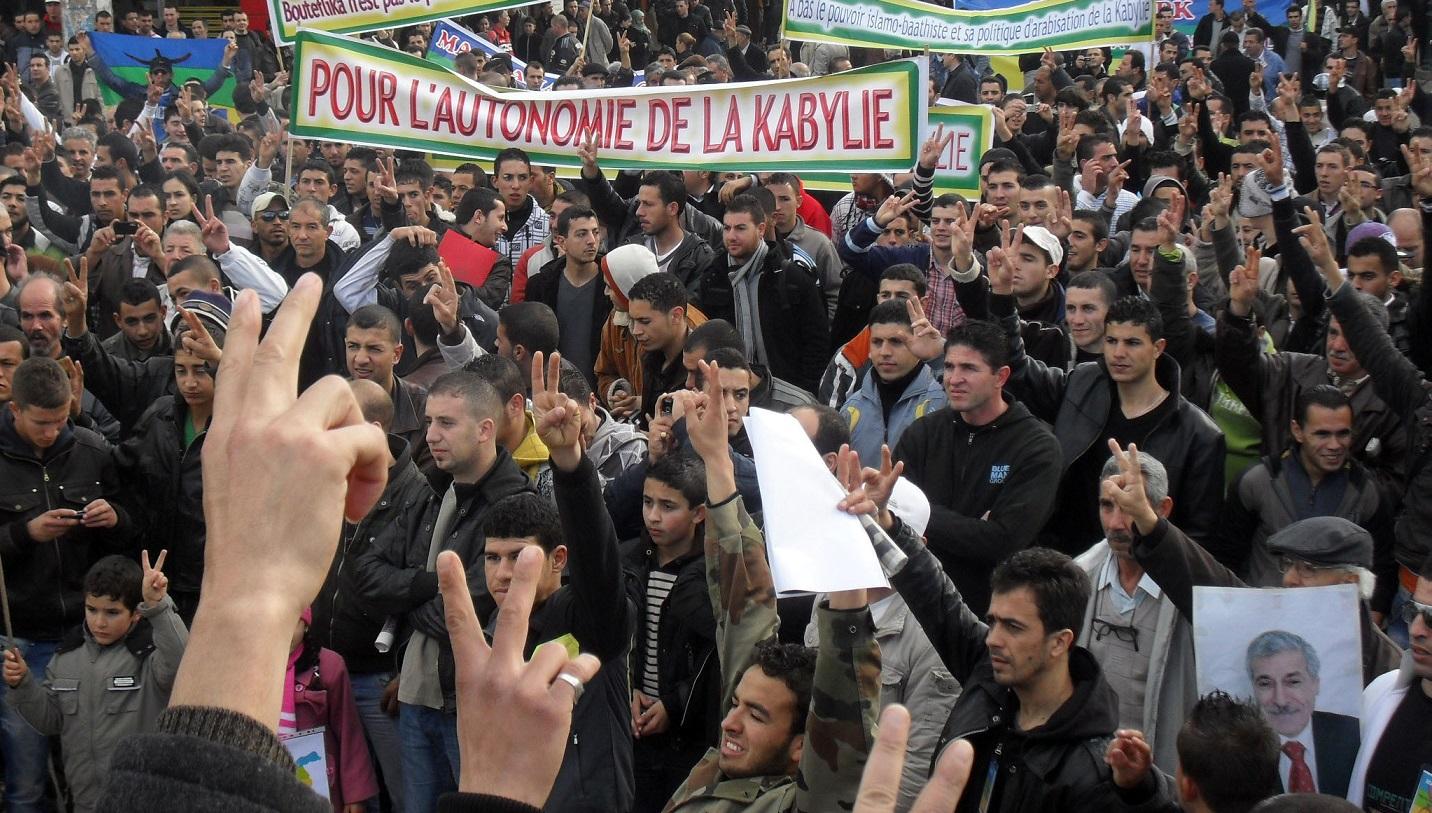 MAK, séparatistes, Kabylie, Ferhat Mehenni, islamistes, FIS