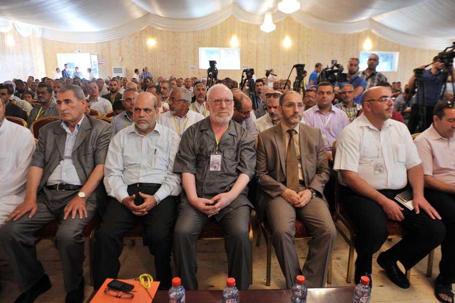 Les discussions sur les questions politiques doivent primer sur tout autre dialogue, selon les islamistes. New Press