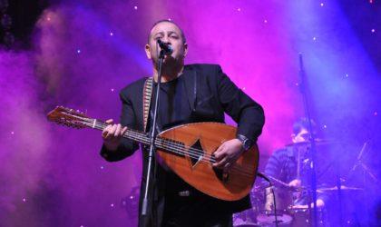 Rabah Asma anime un concert à Lille organisé par l'association Convergences