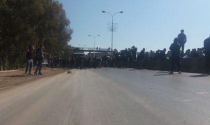 Crise de l'eau potable à Blida : des citoyens barrent la route