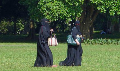 Il interdit le niqab: le Québec lance un avertissement aux Maghrébins