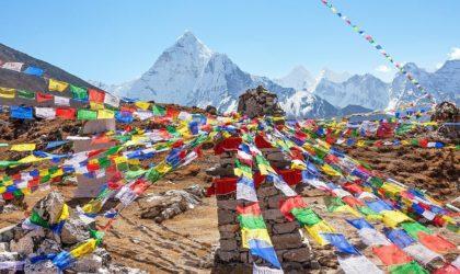 Une Algérienne «plante» l'emblème national sur le mont de l'Everest