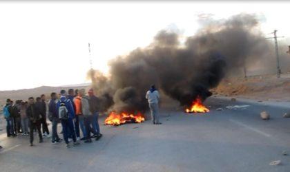 Des étudiants en colère ferment la route entre Laghouat et Aflou