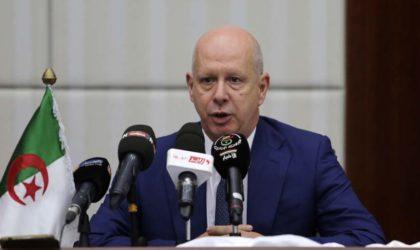 Raouya installe le nouveau directeur général des Douanes par intérim