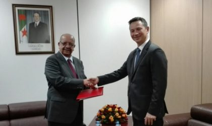L'ambassadeur du Royaume-Uni parle aux Algériens en arabe et en tamazight