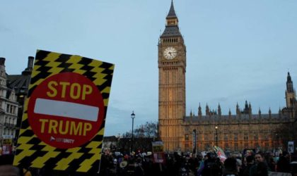 Grand rassemblement anti-Trump devant l'ambassade des Etats-Unis à Londres