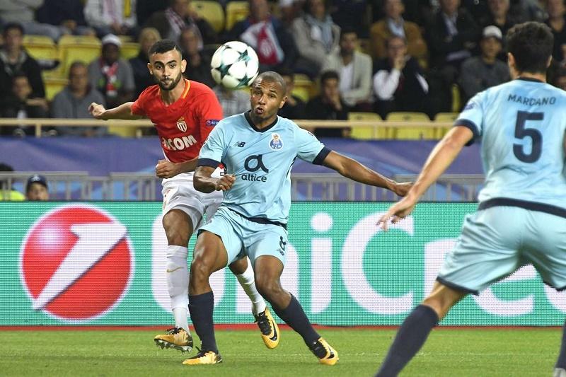Brahimi s'est illustré par un but et une passe décisive, lors de la victoire du FC Porto face à Monaco, lors de la sixième et dernière journée de la phase des poules de la Ligue des champions d'Europe