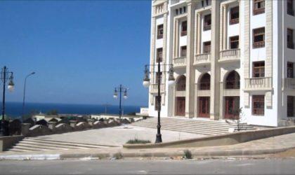 Théâtre : productions diversifiées et priorité au texte algérien