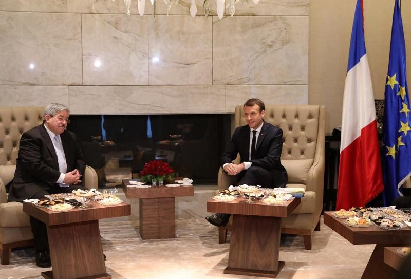le président français Emmanuel Macron, et la Premier ministre algérien Ahmed Ouyahia