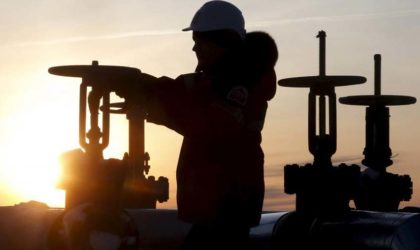 Le pétrole baisse en raison de la fermeté du dollar