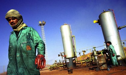 Le pétrole se prépare à son premier gain hebdomadaire en février