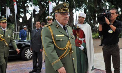 Gaïd Salah explique la doctrine militaire de l'ANP