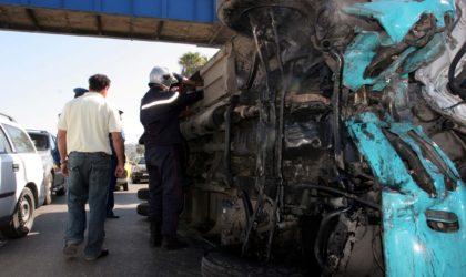 Dix blessés dans une collision entre un bus et un camion semi-remorque à Béjaïa