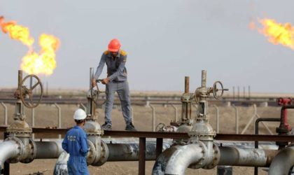 Le pétrole recule dans un marché hésitant