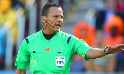 Mondial russe de football: les arbitres recevront un salaire fixe de 57000 euros