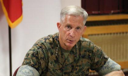 Le commandant de l'Africom le général Thomas D. Waldhauser à Alger