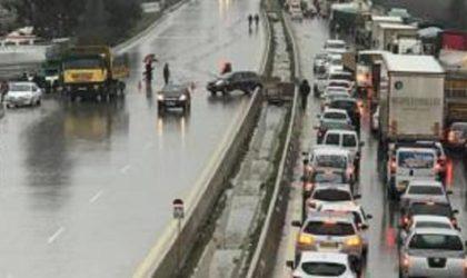 Crue de l'oued Chiffa : perturbation de la circulation automobile