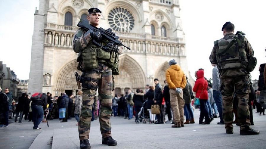Paris attaque au couteau