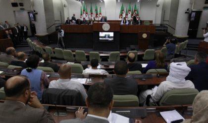 Les députés réclament des hausses de salaires en pleine crise économique