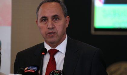 Le ministre de la Culture se recueille sur la tombe du chanteur Lounes Matoub
