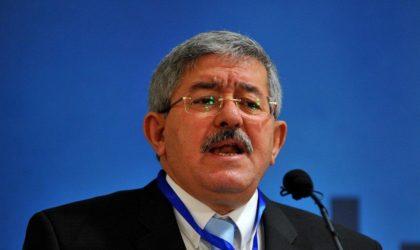 Qui Ahmed Ouyahia accuse-t-il d'avoir payé des supporters pour l'insulter ?