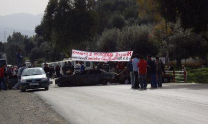 Béjaïa : les habitants du village Ilmaten menacent de fermer la RN 26