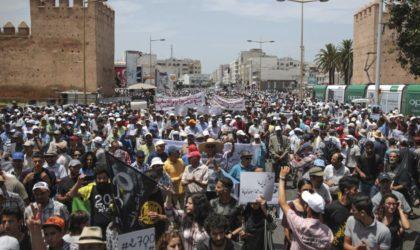 Maroc : des milliers de personnes manifestent pour la libération des détenus du Hirak
