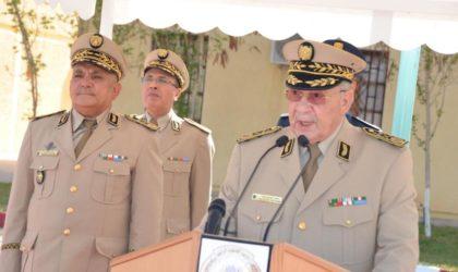 Gaïd Salah installe le général-major Mostefa Smaali dans ses nouvelles fonctions de Commandant de la 3e