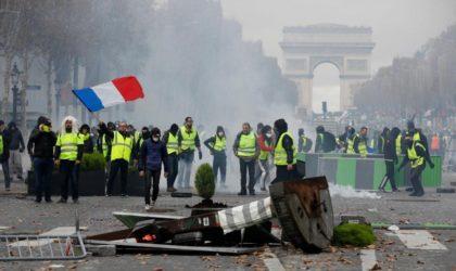 France : les Gilets jaunes dressentdes barricades au cœur de Paris