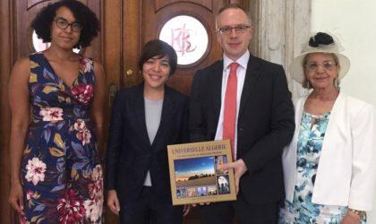 Le service consulaire itinérant initié par le consulat d'Algérie à Londres salué par les autorités britanniques