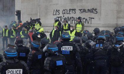 Gilets jaunes : des snipers en position de tir sur l'Arc de Triomphe