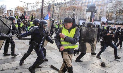 France : barricades, échauffourées et gaz lacrymogènes dans les rues de Paris