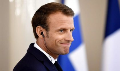 Macron rit jaune