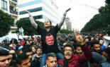 Les Tunisiens applaudissent la décision de dissoudre le gouvernement et de geler le Parlement