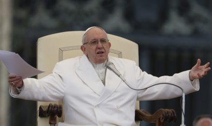 Les Italiens commentent le message d'amitié du pape François aux Algériens