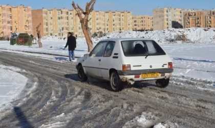 Plusieurs axes routiers coupés en raison des chutes de neige